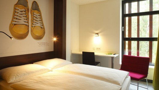 7 THINGS - my basic hotel_my basic double_Zimmerbeispiel_Turnschuh
