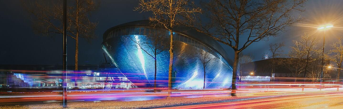 Universum Bremen bei Nacht